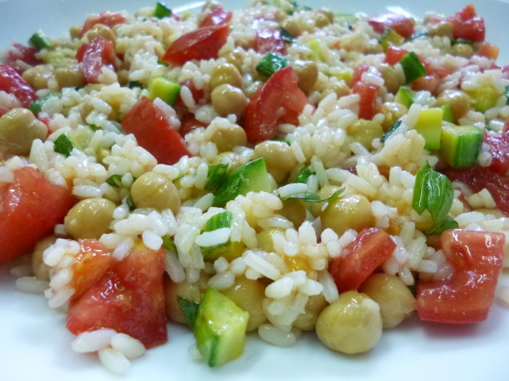 Salata de sezon cu dovlecei si naut